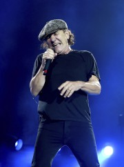 Le chanteur du groupe AC/DC, Brian Johnson... (AFP, Kevin Winter) - image 4.0
