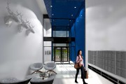 L'arche bleue accentue la hauteur du hall érigé... (Fournie par Atelier H) - image 2.0