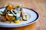 La salade au hareng mariné et betteraves duLawrence.... (PHOTO MARCO CAMPANOZZI, LA PRESSE) - image 2.0