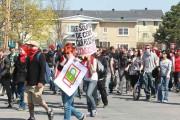 Des manifestants près de l'Université du Québec en... (Patrick Woodbury, Archives LeDroit) - image 6.0