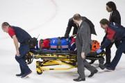 Subbana été transporté hors de la glace sur... (La Presse Canadienne, Graham Hughes) - image 2.0