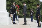 Justin Trudeau s'est recueilli surla tombe du Soldat... (PHOTO PAUL CHIASSON, PC) - image 2.0