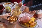 Tout est servi à volonté, directement aux tables,... (PHOTO ROBERT SKINNER, LA PRESSE) - image 3.0