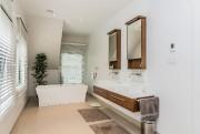 La salle de bains des parents bénéficie d'une... (PHOTO FOURNIE PAR ABBEY & OLIVIER) - image 3.0