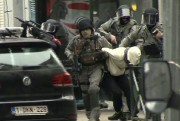 Salah Abdeslam lors de son arrestation le 18 mars... (Associated Press) - image 2.0