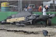La voiture de Fernando Alsonso s'est complètement désintégrée,... (Associated Press) - image 1.0