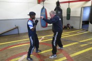 Nicola Adams absorbe les conseils de son entraîneur... (Collaboration spéciale Olivier Bossé) - image 2.0