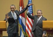 Raul Castro a serré la main de Barack... (AP, Ramon Espinosa) - image 3.0