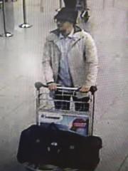 L'homme au chapeau, troisième suspect dans l'attaque contre... (Associated Press) - image 2.0
