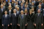 De gauche à droite au premier rang: le... (PHOTO FRANÇOIS LENOIR, REUTERS) - image 1.0