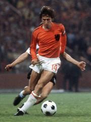 JohanCruyff lors de la finaledu Mondial 1974 avec... (Photo archives AFP) - image 2.0