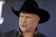 Garth Brooks... (AP, Mark Humphrey) - image 5.0