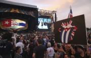 Des fans attendent le début du concert.... (Photo Enric Marti, AP) - image 1.0