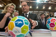 Le président français François Hollande a visité l'Institut national... (Photo Michel Euler, Reuters) - image 2.0
