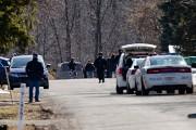 Les policiers qui sont intervenus hier à Pierrefons... (Photo David Boily, La Presse) - image 1.0