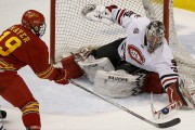 Charlie Lindgren a mené les gardiens de la NCHC... (Associated Press) - image 2.0