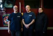 Les pompiers Sony Longuépée, Georges Sumarah et Stéphane... (PHOTO OLIVIER PONTBRIAND, LA PRESSE) - image 1.0