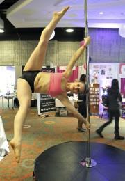 Enseignante chez Majosports Pole Fitness, Constance présente une... (Photo Le Quotidien, Rocket Lavoie) - image 2.0
