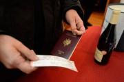 Le passeport français est obligatoire pour entrer au... (PHOTO BERNARD BRAULT, LA PRESSE) - image 2.0
