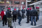 Une vingtaine de chauffeur de taxi sont rassemblés... (PHOTO EDOUARD PLANTE-FRECHETTE, LA PRESSE) - image 1.1