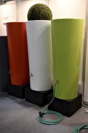 Les barils d'eau de pluie en plastique lisse... (Le Soleil, Patrice Laroche) - image 11.0