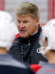 L'entraîneur-chef des Hurricanes de la Caroline, Bill Peters,... (Photo Chris Seward, AP) - image 2.0