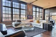Les grandes fenêtres illuminent l'espace, et les parements... (PHOTO FOURNIE PAR RE/MAX PERFORMANCE INC.) - image 2.0