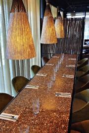 Une table réfectoire, des sièges capitonnés surélevés et... (Le Soleil, Patrice Laroche) - image 2.0