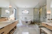 La salle de bains n'est pas en reste... (PHOTO MICHAEL GLICKSMAN, FOURNIE PAR PROFUSION IMMOBILIER) - image 4.0
