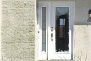 La fenêtre de la porte d'entrée a été... (Martin Roy, LeDroit) - image 3.0