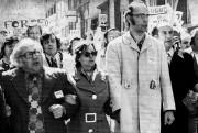 Yvon Charbonneau, à l'avant à droite, flanqué du... (PHOTO ARCHIVES LA PRESSE CANADIENNE) - image 1.0
