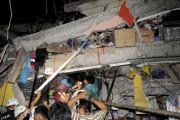 Les secours tentent de rescaper des survivants du... (AFP, Ariel Ochoa) - image 5.0
