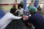 Au moins 327 personnes ont été blessées dans... (PHOTO RAHMAT GUL, AP) - image 3.0