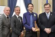 Le Trifluvien Kevin Chabot recevant son prix des... - image 2.0
