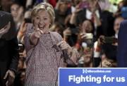 Hillary Clinton a célébré sa victoire avec ses... (PHOTO REUTERS) - image 2.0