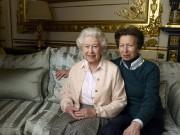 La reine Élisabeth en compagnie de sa fille,... (PHOTO ANNIE LEIBOVITZ VIA AP) - image 4.1