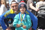 Jean-François Champoux a donné sa médaille du marathon... (PHOTO JULIE LONGPRÉ, FOURNIE PAR JEAN-FRANÇOIS CHAMPOUX) - image 1.0
