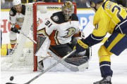 Le gardien des Ducks, Frederik Andersen, a signé... (Associated Press) - image 3.0