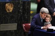 Le secrétaire d'État américain John Kerry a signé... (PHOTO TIMOTHY A. CLARY, AFP) - image 1.0