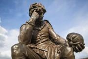 Une statue représentant le personnage d'Hamlet.... (Agence France-Presse) - image 2.0