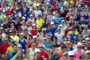 Parmi un groupe de marathoniens, un coureur sur... (Photothèque Le Soleil) - image 3.0