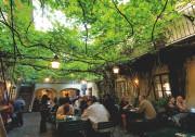 Le jardin du restaurant Witwe Bolte, dans le... (PHOTO KARL THOMAS, FOURNIE PAR TOURISME VIENNE) - image 4.0