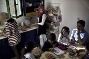 Pour l'instant, chacun des petits appartements du complexe... (AFP, Aris Messinis) - image 2.0