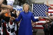 Hillary Clinton est accueillie par ses partisans lors... (PHOTO MATT ROURKE, AP) - image 2.0