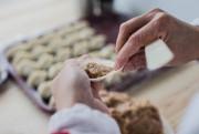 Il faut bien refermer les dumplings pour éviter... (PHOTO EDOUARD PLANTE-FRÉCHETTE, LA PRESSE) - image 1.0
