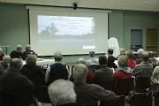 Quelques dizaines de personnes ont assisté à la... (Catherine Trudeau, La Voix de l'Est) - image 2.0