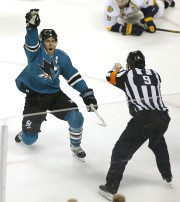 Joe Pavelski des Sharks a marqué le but... (AP, Tony Avelar) - image 3.0