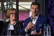 Marc Bergevin et Fiona Crossling, directrice générale de... (Photo André Pichette, La Presse) - image 2.0