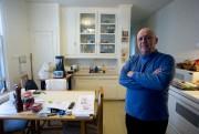 Jacques Paradis dans sa cuisine. L'immeuble sera malheureusement... (PHOTO FRANÇOIS ROY, LA PRESSE) - image 7.0