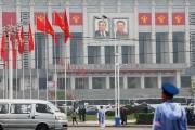 Des portraits de Kim Il-sung (à gauche) et... (PHOTO DAMIR SAGOLJ, REUTERS) - image 1.0